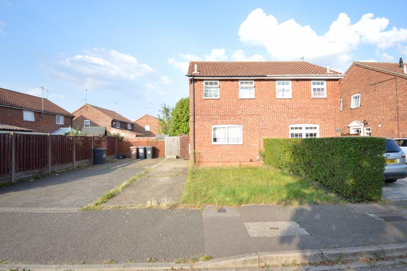 2 bedroom Mid Terrace to buy in Peregrine Road, Luton - Photo 1