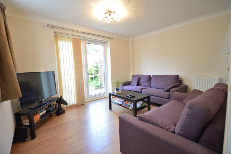 2 bedroom Mid Terrace to buy in Peregrine Road, Luton - Photo 4
