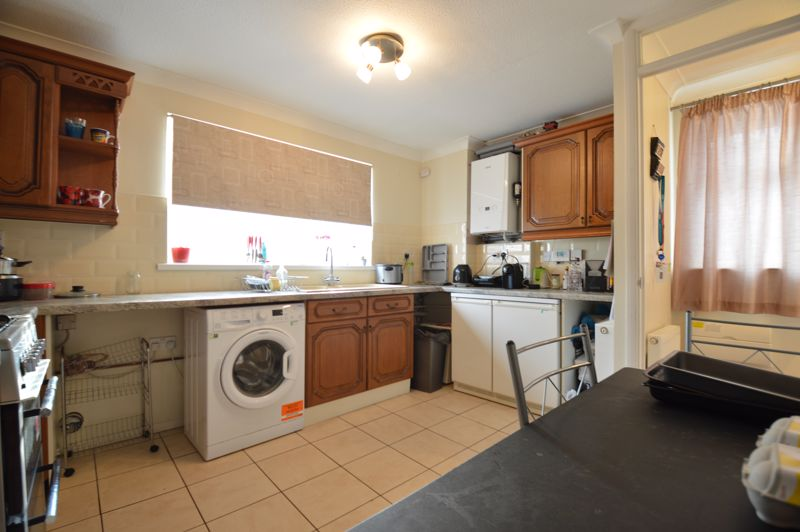 2 bedroom Mid Terrace to buy in Peregrine Road, Luton - Photo 6