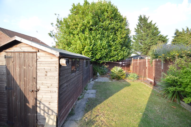 2 bedroom Mid Terrace to buy in Peregrine Road, Luton - Photo 9