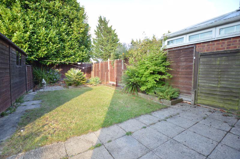 2 bedroom Mid Terrace to buy in Peregrine Road, Luton - Photo 10