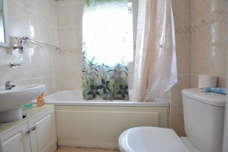 2 bedroom Mid Terrace to buy in Peregrine Road, Luton - Photo 14