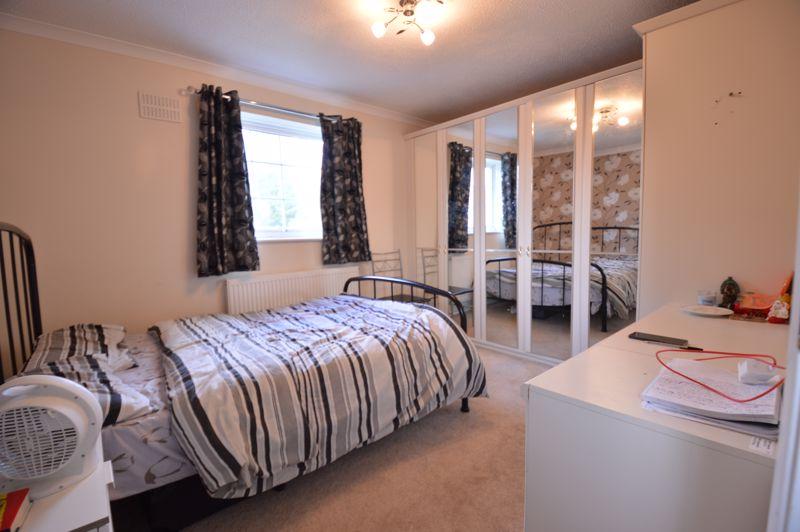 2 bedroom Mid Terrace to buy in Peregrine Road, Luton - Photo 15