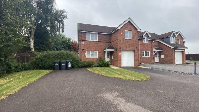 4 bedroom Detached  to buy in Woodfield Grove, Luton
