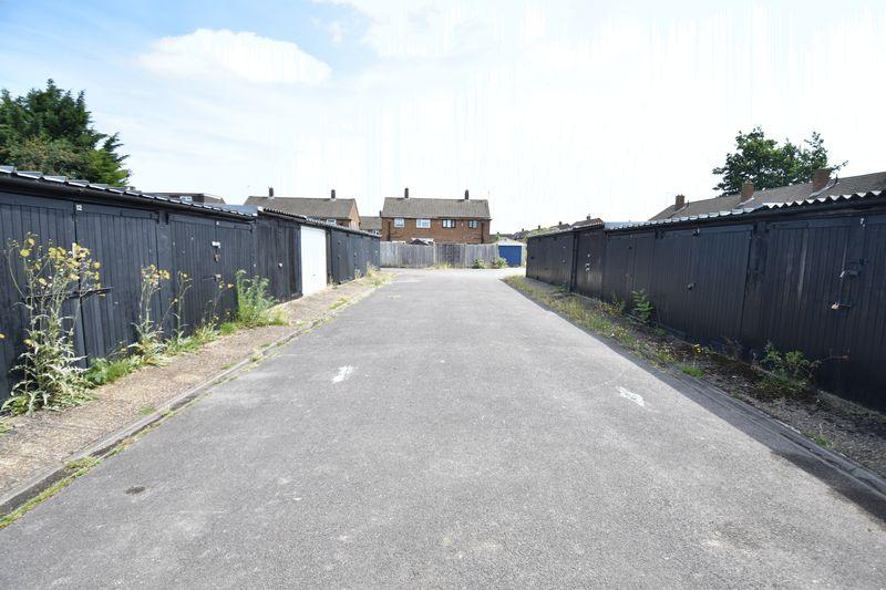 3 bedroom Semi-Detached  to buy in Carteret Road, Luton - Photo 1
