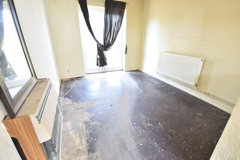 3 bedroom Semi-Detached  to buy in Carteret Road, Luton - Photo 6