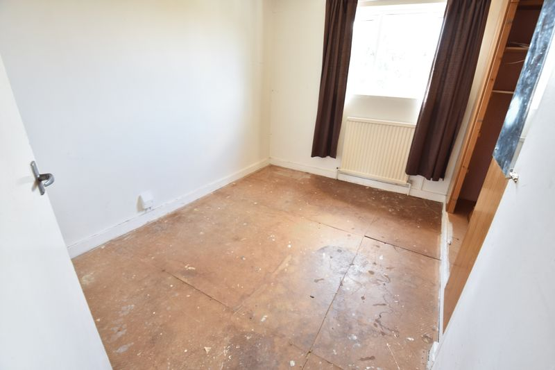 3 bedroom Semi-Detached  to buy in Carteret Road, Luton - Photo 10