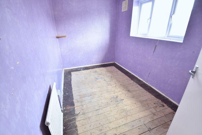 3 bedroom Semi-Detached  to buy in Carteret Road, Luton - Photo 12