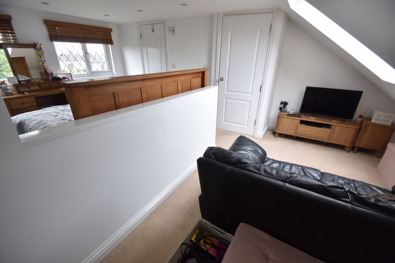 4 bedroom End Terrace to buy in Neville Road, Luton - Photo 13