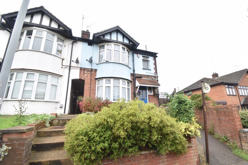 4 bedroom End Terrace to buy in Neville Road, Luton - Photo 1