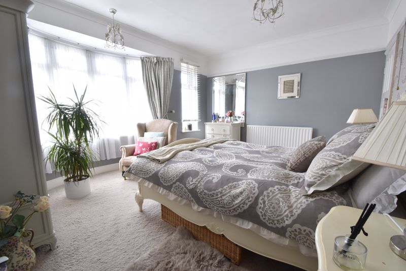 2 bedroom End Terrace to buy in St. Monicas Avenue, Luton - Photo 8