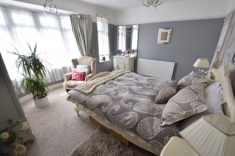 2 bedroom End Terrace to buy in St. Monicas Avenue, Luton - Photo 10