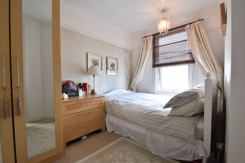 2 bedroom End Terrace to buy in St. Monicas Avenue, Luton - Photo 11