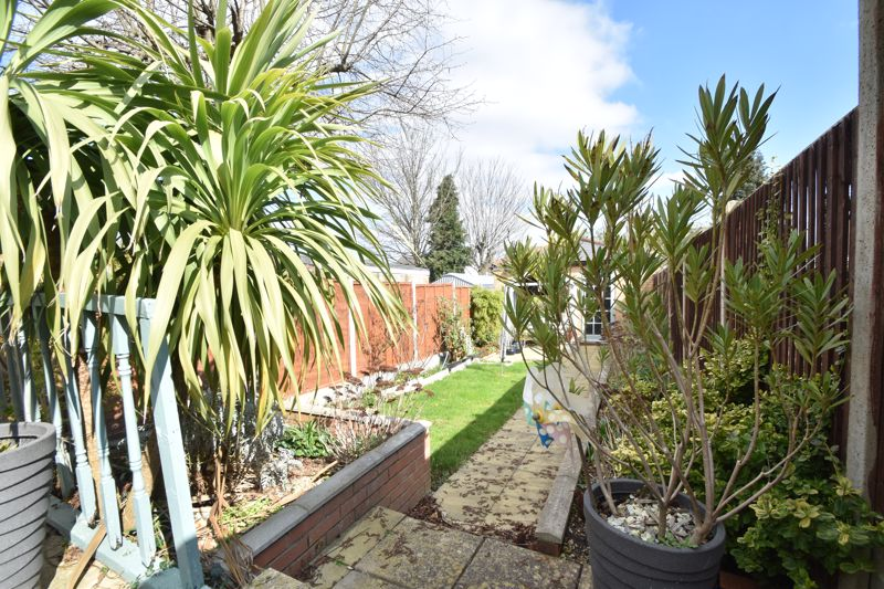 2 bedroom End Terrace to buy in St. Monicas Avenue, Luton - Photo 18