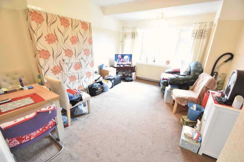 3 bedroom Bungalow to buy in Stanford Road, Luton - Photo 4