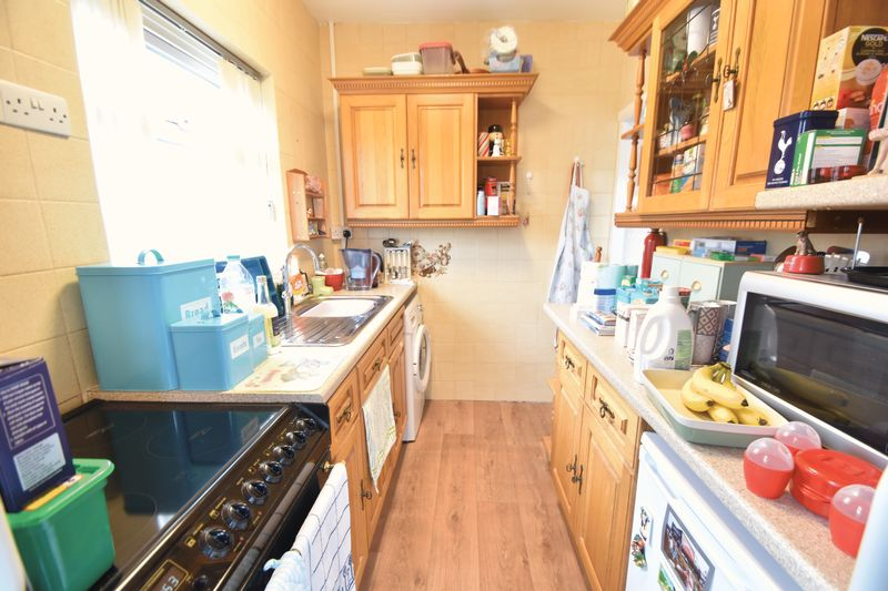 3 bedroom Bungalow to buy in Stanford Road, Luton - Photo 6