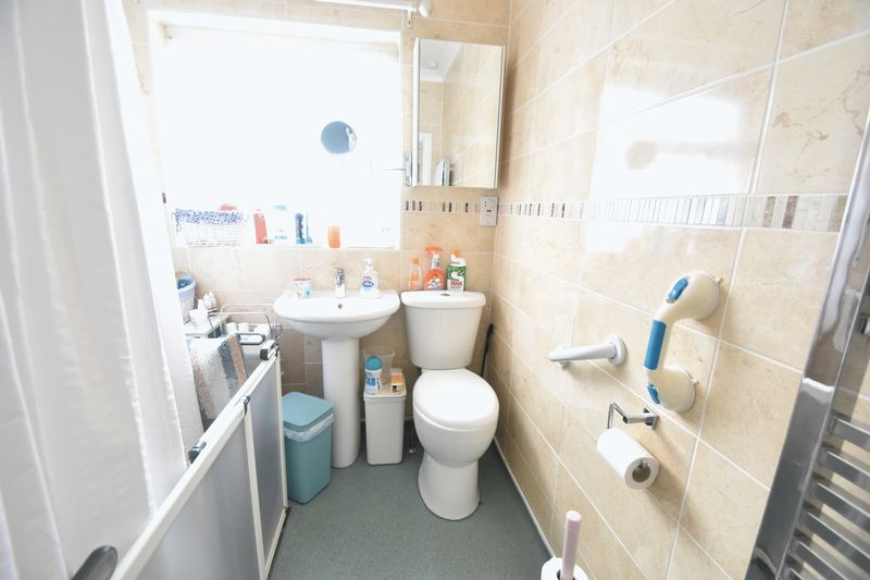 3 bedroom Bungalow to buy in Stanford Road, Luton - Photo 8