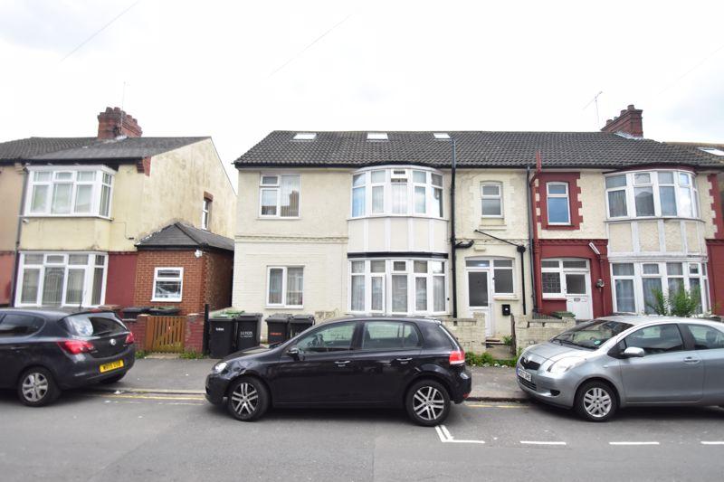 9 bedroom  to buy in Holland Road, Luton
