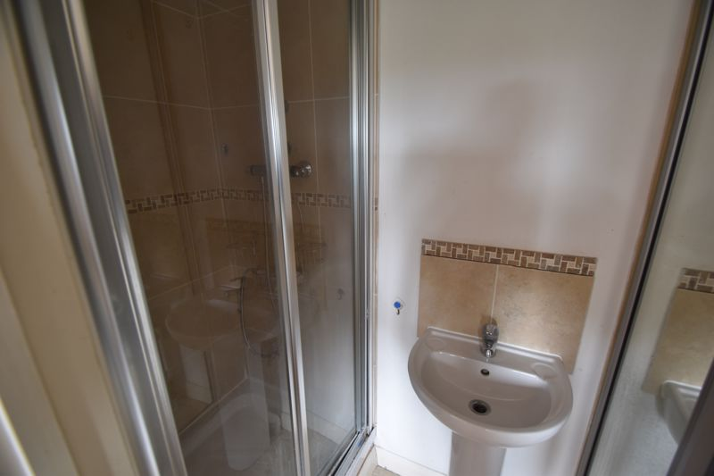 3 bedroom Flat to rent in Treetop Close, Luton - Photo 18