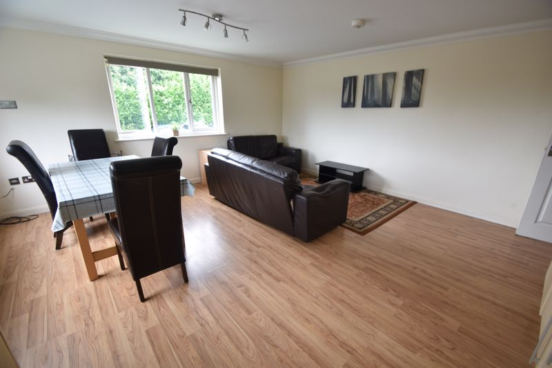 3 bedroom Flat to rent in Treetop Close, Luton - Photo 24