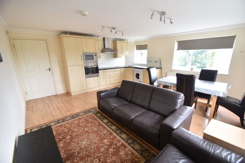 3 bedroom Flat to rent in Treetop Close, Luton - Photo 25