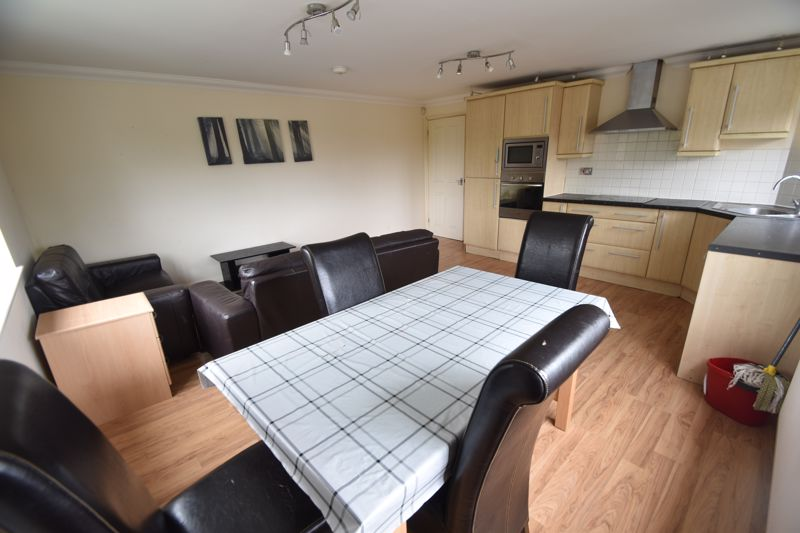 3 bedroom Flat to rent in Treetop Close, Luton - Photo 28