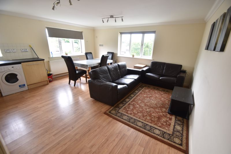 3 bedroom Flat to rent in Treetop Close, Luton - Photo 29