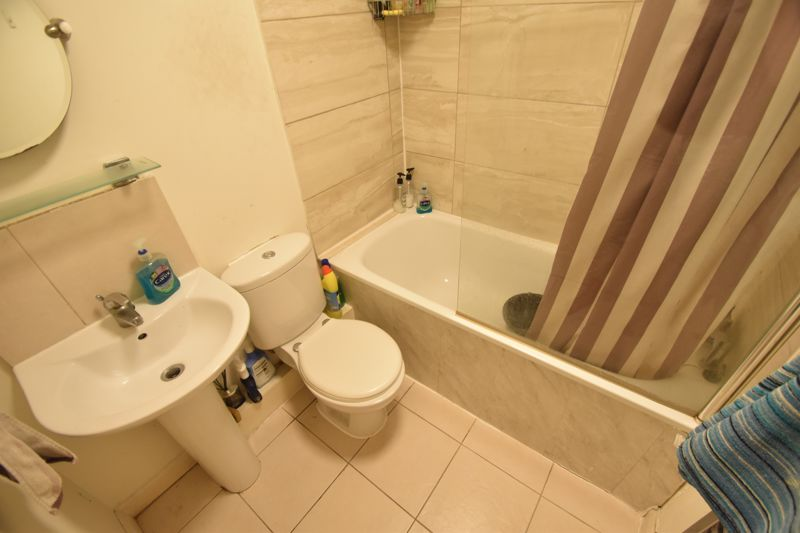 3 bedroom Flat to rent in Treetop Close, Luton - Photo 2