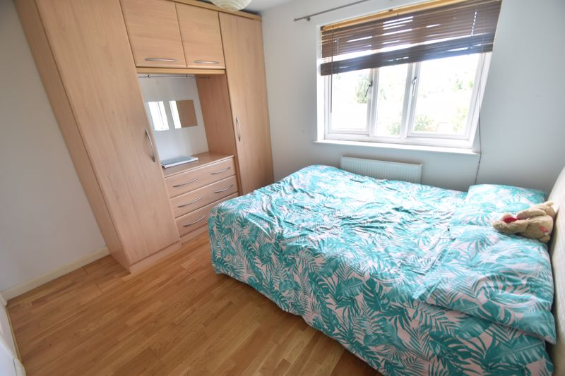 3 bedroom Flat to rent in Treetop Close, Luton - Photo 4