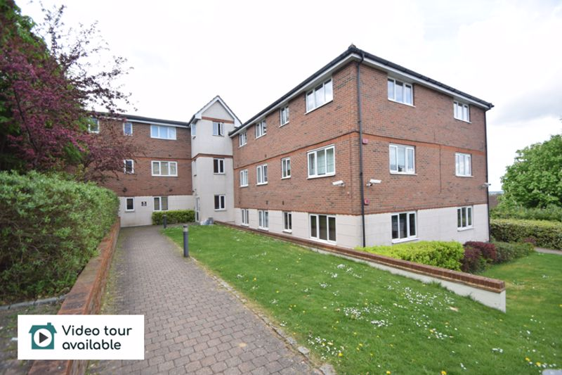 3 bedroom Flat to rent in Treetop Close, Luton