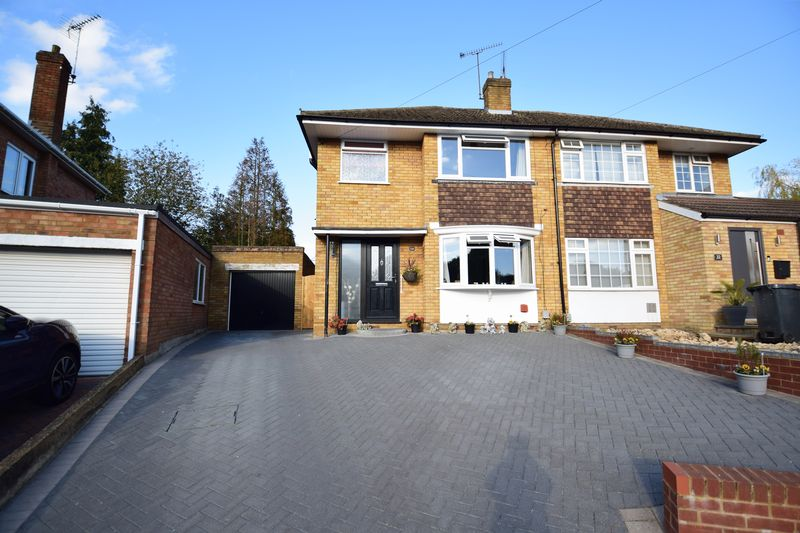 3 bedroom Semi-Detached  to buy in Kynance Close, Luton - Photo 1