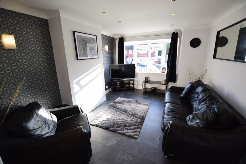 3 bedroom Semi-Detached  to buy in Kynance Close, Luton - Photo 3