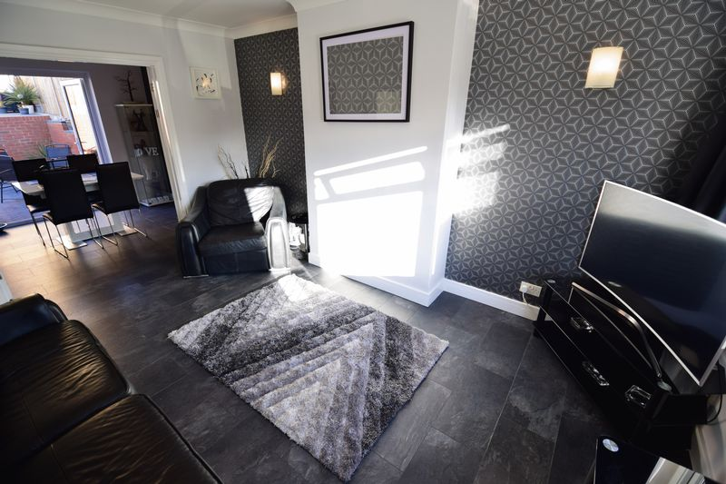 3 bedroom Semi-Detached  to buy in Kynance Close, Luton - Photo 4
