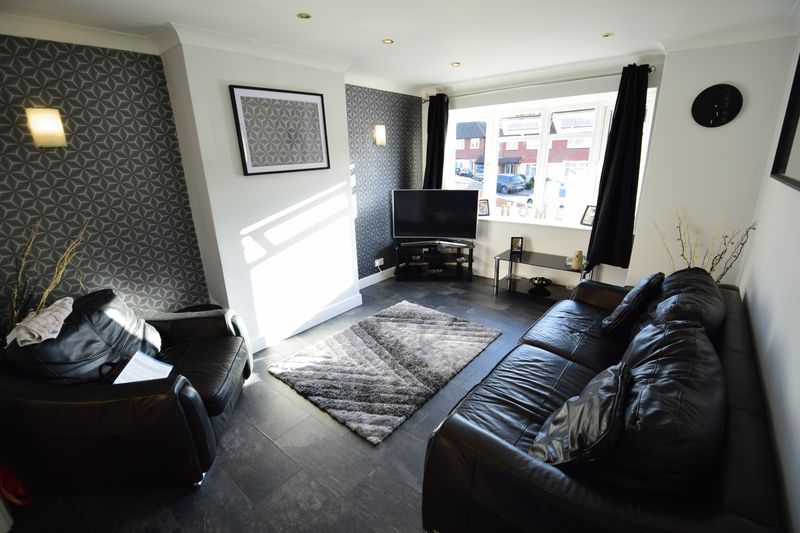 3 bedroom Semi-Detached  to buy in Kynance Close, Luton - Photo 9