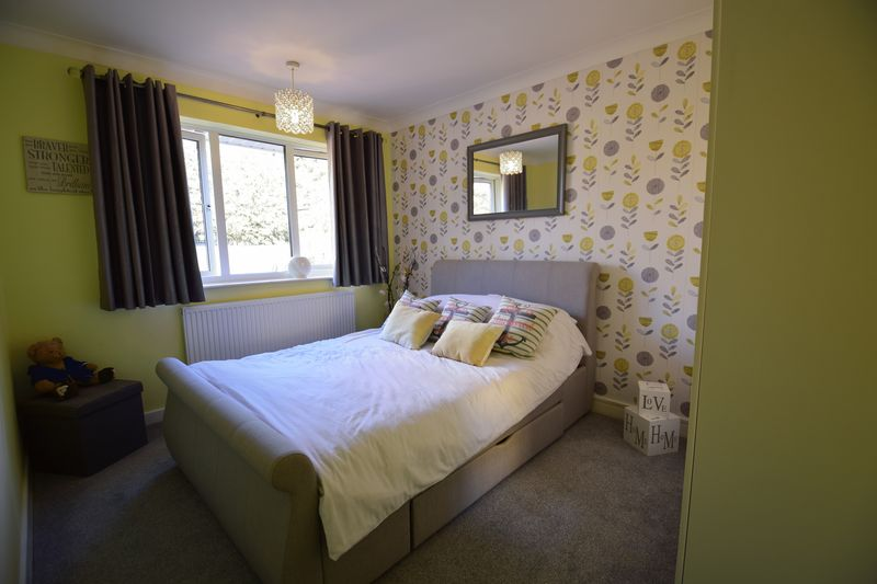 3 bedroom Semi-Detached  to buy in Kynance Close, Luton - Photo 15