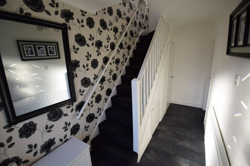 3 bedroom Semi-Detached  to buy in Kynance Close, Luton - Photo 17