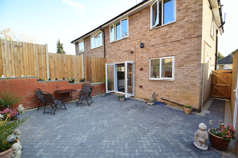 3 bedroom Semi-Detached  to buy in Kynance Close, Luton - Photo 18