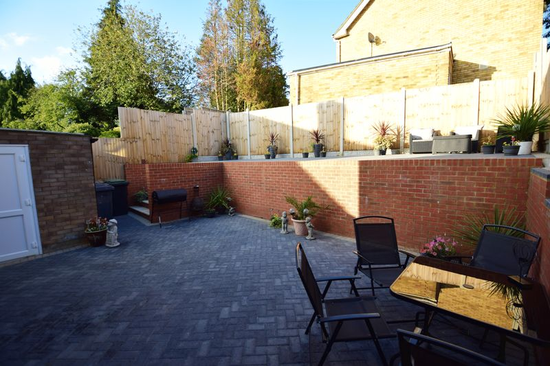 3 bedroom Semi-Detached  to buy in Kynance Close, Luton - Photo 20