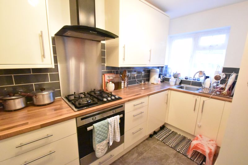 2 bedroom End Terrace to buy in Ellenhall Close, Luton - Photo 1