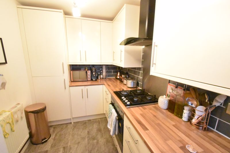 2 bedroom End Terrace to buy in Ellenhall Close, Luton - Photo 2