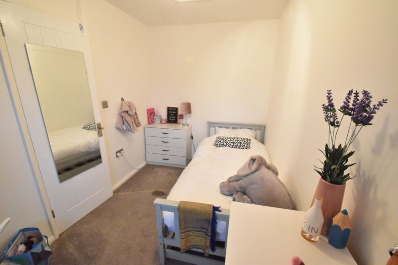 2 bedroom End Terrace to buy in Ellenhall Close, Luton - Photo 5