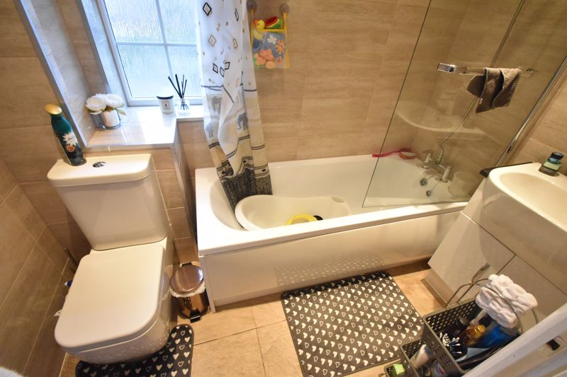 2 bedroom End Terrace to buy in Ellenhall Close, Luton - Photo 6
