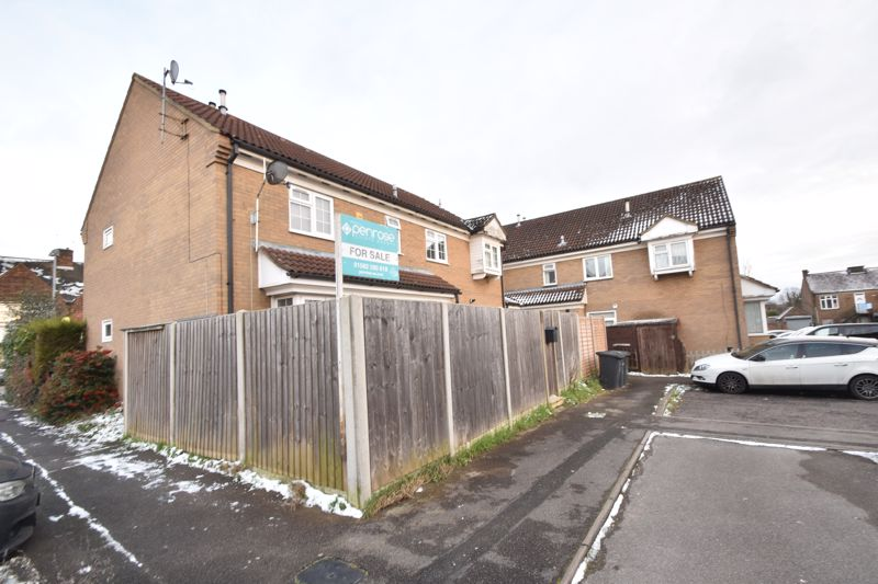 2 bedroom End Terrace to buy in Ellenhall Close, Luton - Photo 12