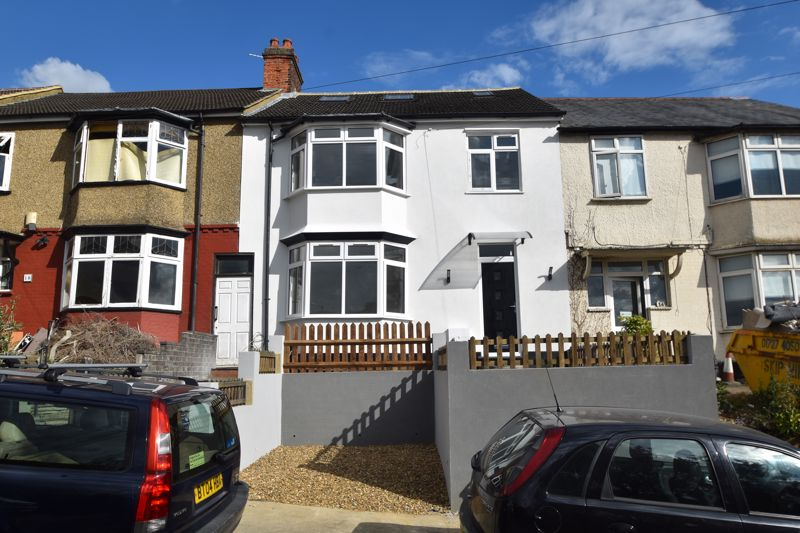 6 bedroom Mid Terrace to buy in Kenneth Road, Luton