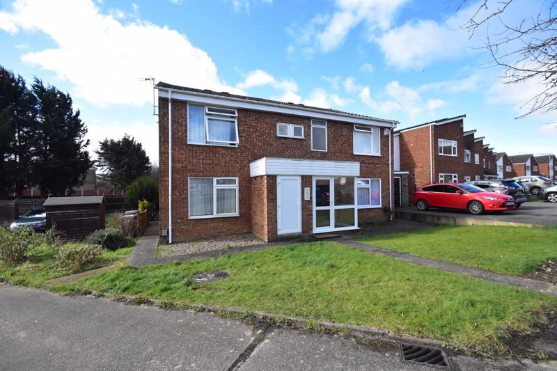 1 bedroom Maisonette to buy in Seaford Close, Luton - Photo 2