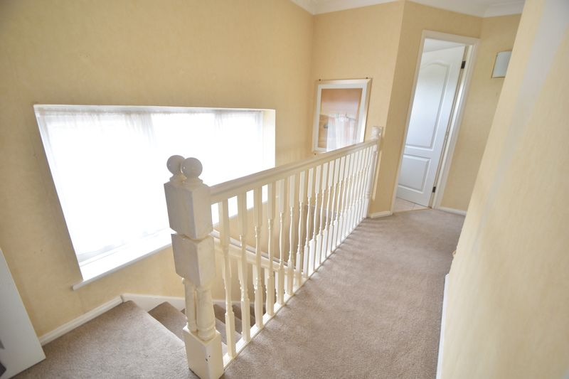 5 bedroom Detached  to buy in Bradgers Hill Road, Luton - Photo 3