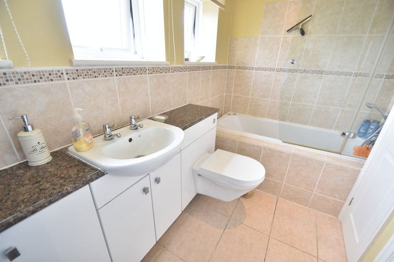 5 bedroom Detached  to buy in Bradgers Hill Road, Luton - Photo 7