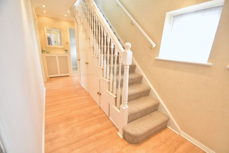 5 bedroom Detached  to buy in Bradgers Hill Road, Luton - Photo 9