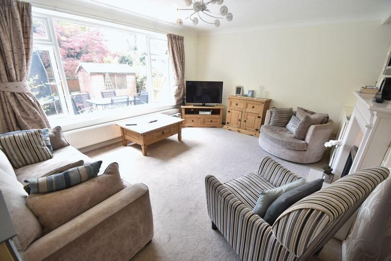 5 bedroom Detached  to buy in Bradgers Hill Road, Luton - Photo 10
