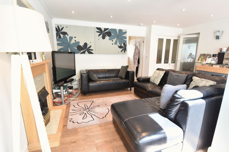 5 bedroom Detached  to buy in Bradgers Hill Road, Luton - Photo 15